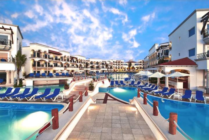 Alberca Hotel The Royal Playa del Carmen